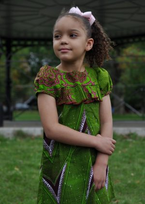 Kids size 5-7 Year Old Casual Green Dress